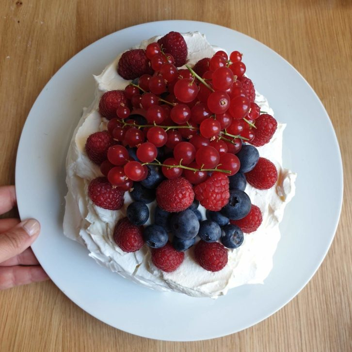 Recept voor midzomer: pavlova met rode vruchten