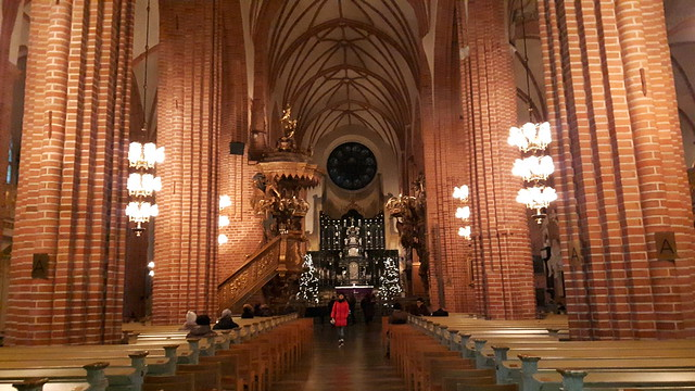 Deze afbeelding heeft een leeg alt-attribuut; de bestandsnaam is Interieur-kathedraal-Stockholm.jpg