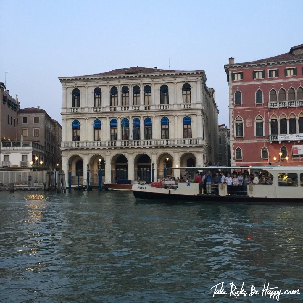 Venezia boat tour palazzo