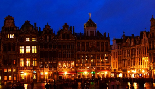 3-days-what-to-do-in-brussels-grand-place-at-night-takingtotheopenroad-peggytee