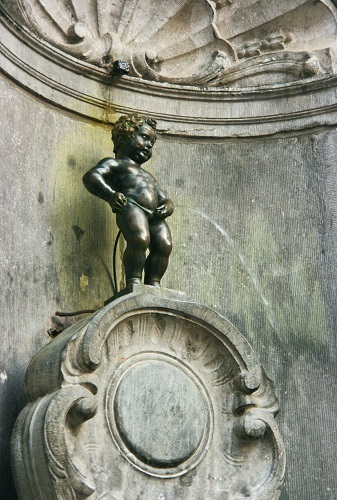 3-days-what-to-do-in-brussels-mannekin-pis-takingtotheopenroad-peggytee