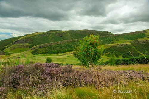 weekend in edinburgh holyrood park takingtotheopenroad peggytee pixabay