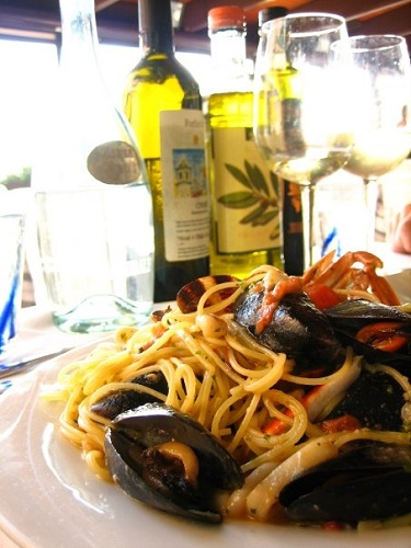 2-weeks-in-italy-seafood-meal-cinque-terre-takingtotheopenroad-peggytee
