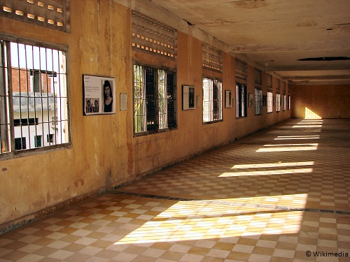 3-days-in-siem-reap-tuol_sleng_genocide_museum_cells-takingtotheopenroad-peggytee-wikimedia