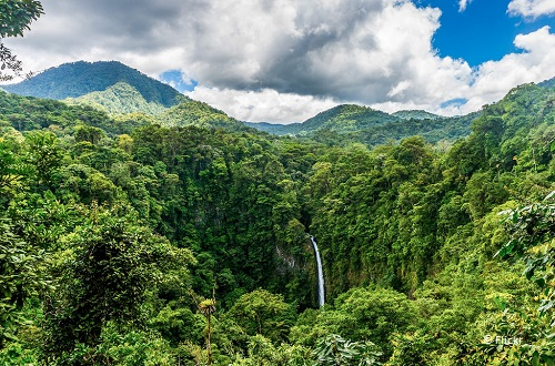 7-days-in-costa-rica-la-fortuna-waterfall-takingtotheopenroad-peggy-tee-flickr