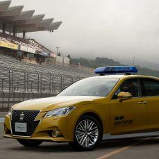 Gran-Turismo-Sport-Toyota-Crown-Athlete-G-Safety-Car-004