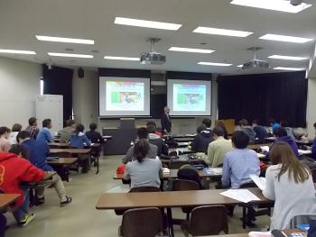 農業公社講師から北海道農業の担い手の現状について説明