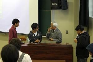 8 講義が終了しても学生から質問が!池田先生ありがとうございました。