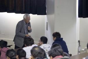 3 池田先生から学生への問いかけに答える本学学生