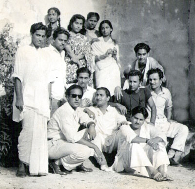 Mubarak Begum With Her Contemporary Singers