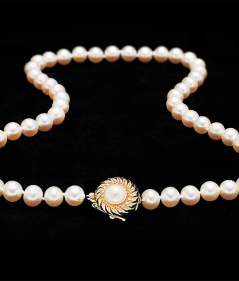 pearl-necklace-gold-pearl-clasp-468x550