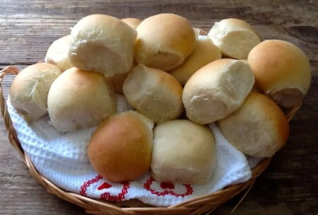 Mini Bread Rolls – you can't beat a basket of homemade rolls! Easy to make with step by step instructions for soft & fluffy rolls every time!