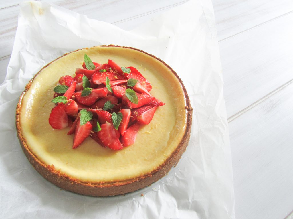 New York Cheesecake with lemon, strawberries and apple mint