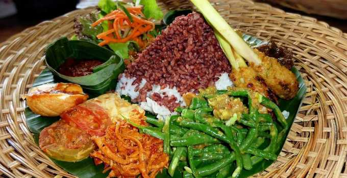 Indonesian Food Nasi Campur exquisite taste for tourists