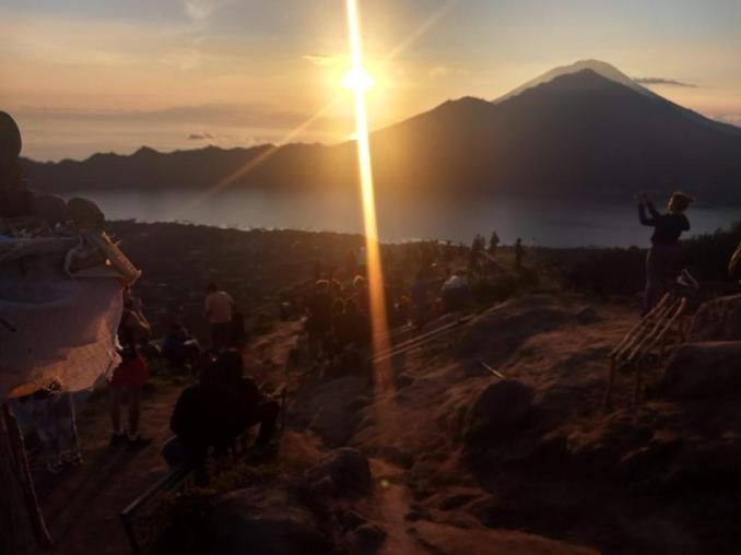 People enjoying Mount Batur Sunrise trek