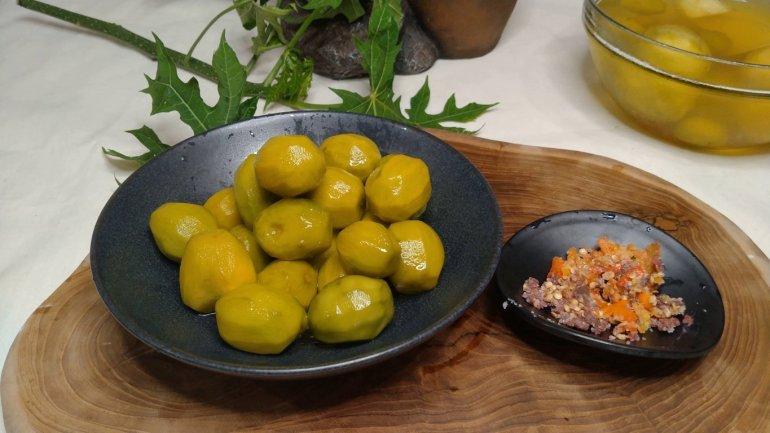 Kedondong with chili dip
