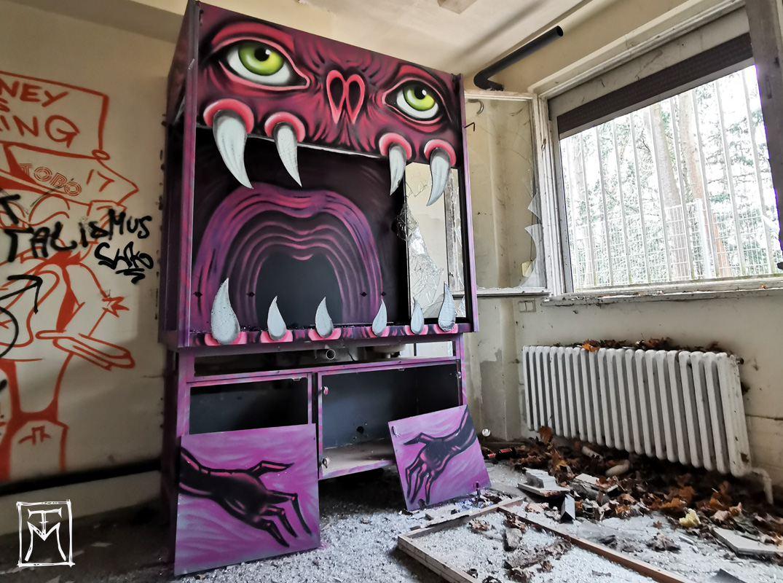 Cabinet Beast - TM Street Art