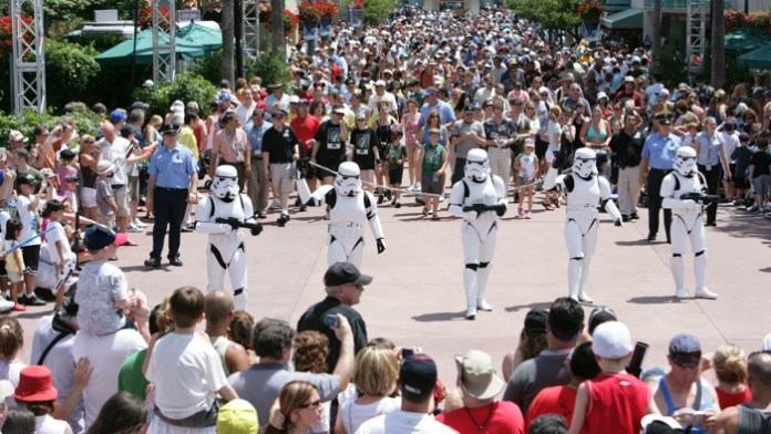 Star-Wars-Weekends-Crowd