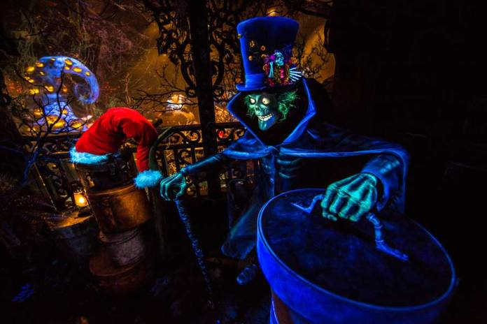 haunted-mansion-hallowwn-Hatbox-Ghost