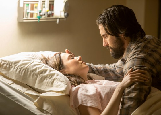 THIS IS US. Pictured: Mandy Moore as Rebecca, Milo Ventimiglia as Jack -- (Photo by: Ron Batzdorff/NBC)