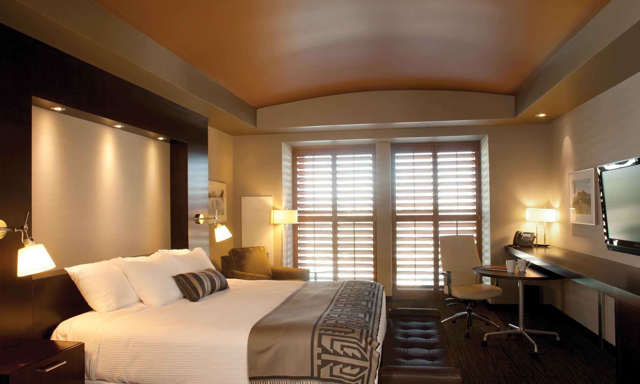 Deluxe KingTwo Queen Hotel Room