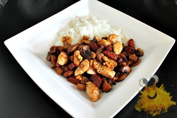 Herfstpotje met kip, chorizo en walnoten