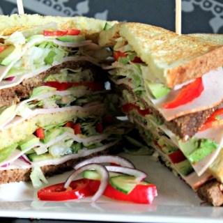 Kip en avocado clubsandwich