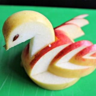 Een appelzwaan snijden (Mijn eerste filmpje)