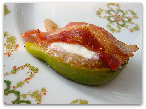 figs in a blanket recipe: figs, goat cheese and bacon