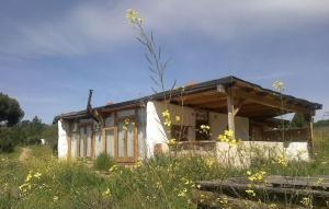 sistema con estructura de madera, casa de paja, autocontruccion, bioconstruccion, curso autoconstruccion