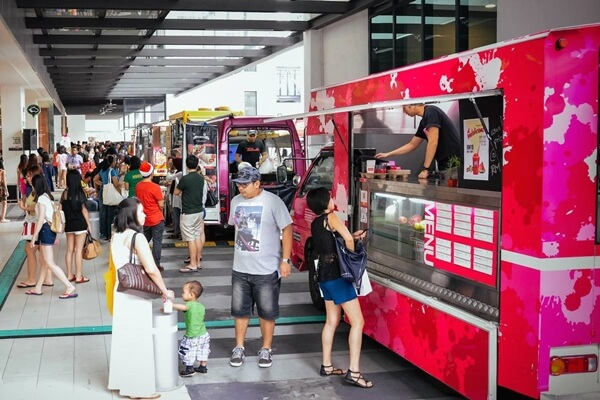 Hungry after shopping? Discover tantalizing food from these food trucks!