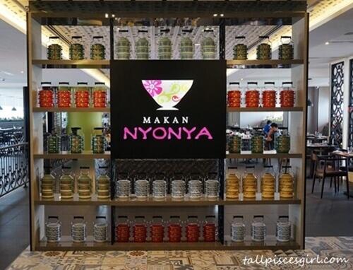 Makan Nyonya @ Estadia Hotel