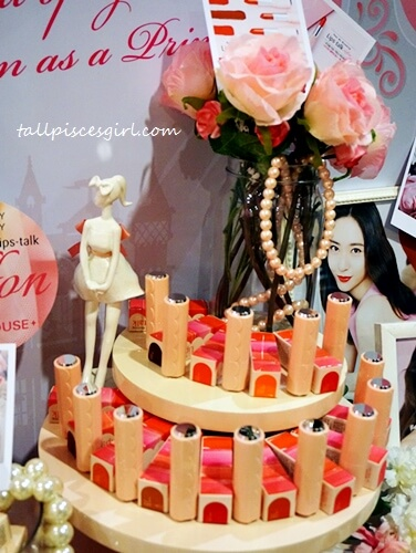 Presenting the latest product range from Etude House, Dear My Blooming Lips-talk Chiffon Lipstick!
