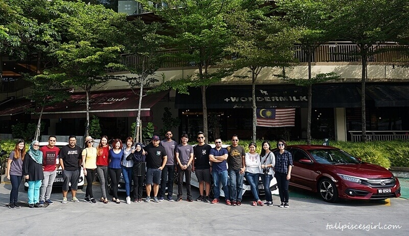 15 bloggers, 5 Honda Civic, 1 destination