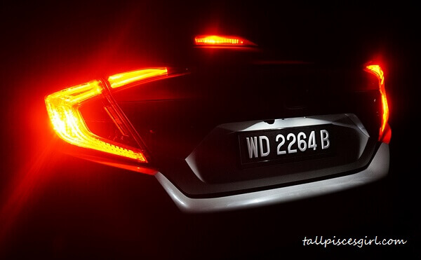 """C""-shaped LED taillights"