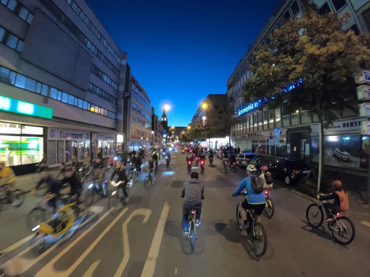 Critical Mass Wuppertal  – 486 Mitfahrende im Oktober