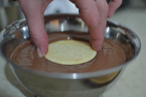 טובלים בשוקולד