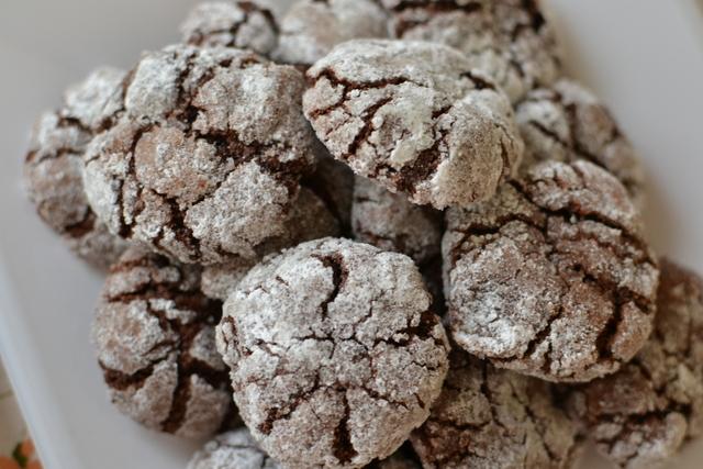 עוגיות שוקלד מושלגות