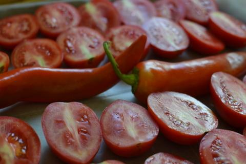 עגבניות תמר לפני הצליה