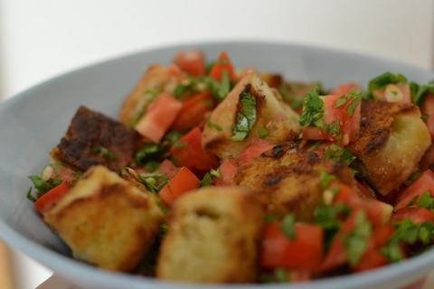 סלט עגבניות ופוקצ'ה