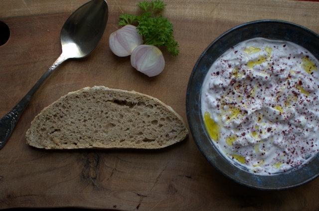 מטבל גבינה עם צנוניות וסומק