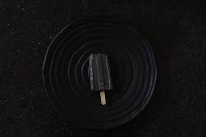 גלידת שומשום שחור וקצח
