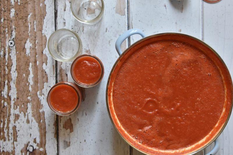 רוטב עגבניות ביתי - מילוי הצנצנות
