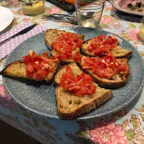 ברוסקטה עם סלסת עגבניות