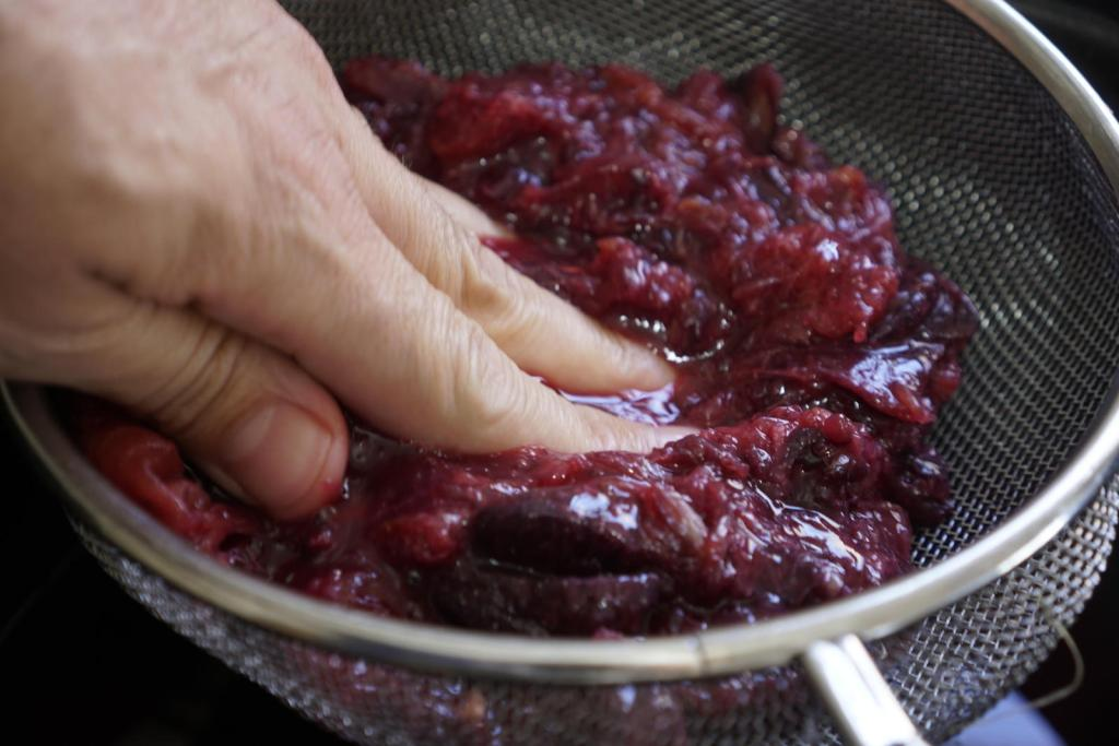 סוחטים את המיץ של תפוזי הדם