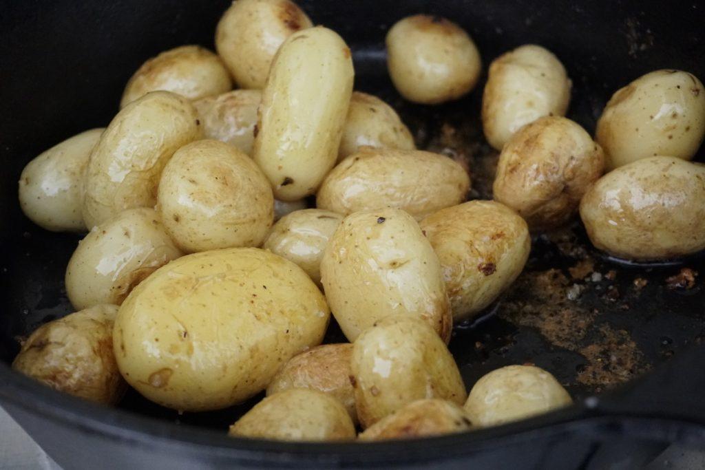 טיגון תפוחי אדמה קטנטנים
