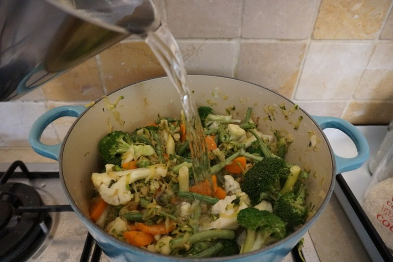 בישול מרק ירקות