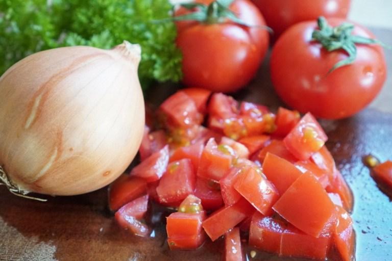 הכנת הירקות של לחמה בעג׳ין