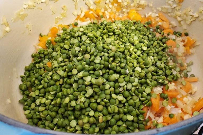 הכנת מרק אפונה ירוקה
