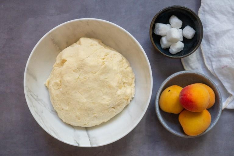 הכנת בצק גבינה לכופתאות משמש